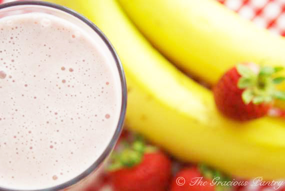 Clean Eating Strawberry Oatmeal Smoothie Recipe