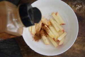 Step 5 - Sprinkle your apples with your spice of choice.